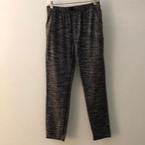 Lululemon gray& black stripe pant w/pockets sz 4